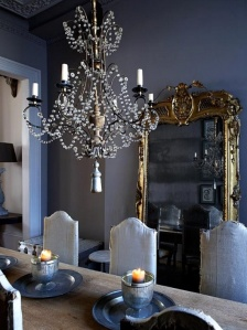 decorating-with-golden-mirrors-11