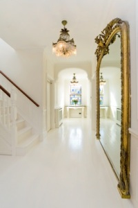decorating-with-golden-mirrors-23