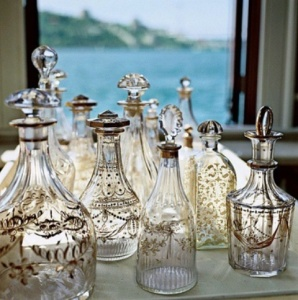 cool-ideas-to-use-vintage-bottles-in-decor-16