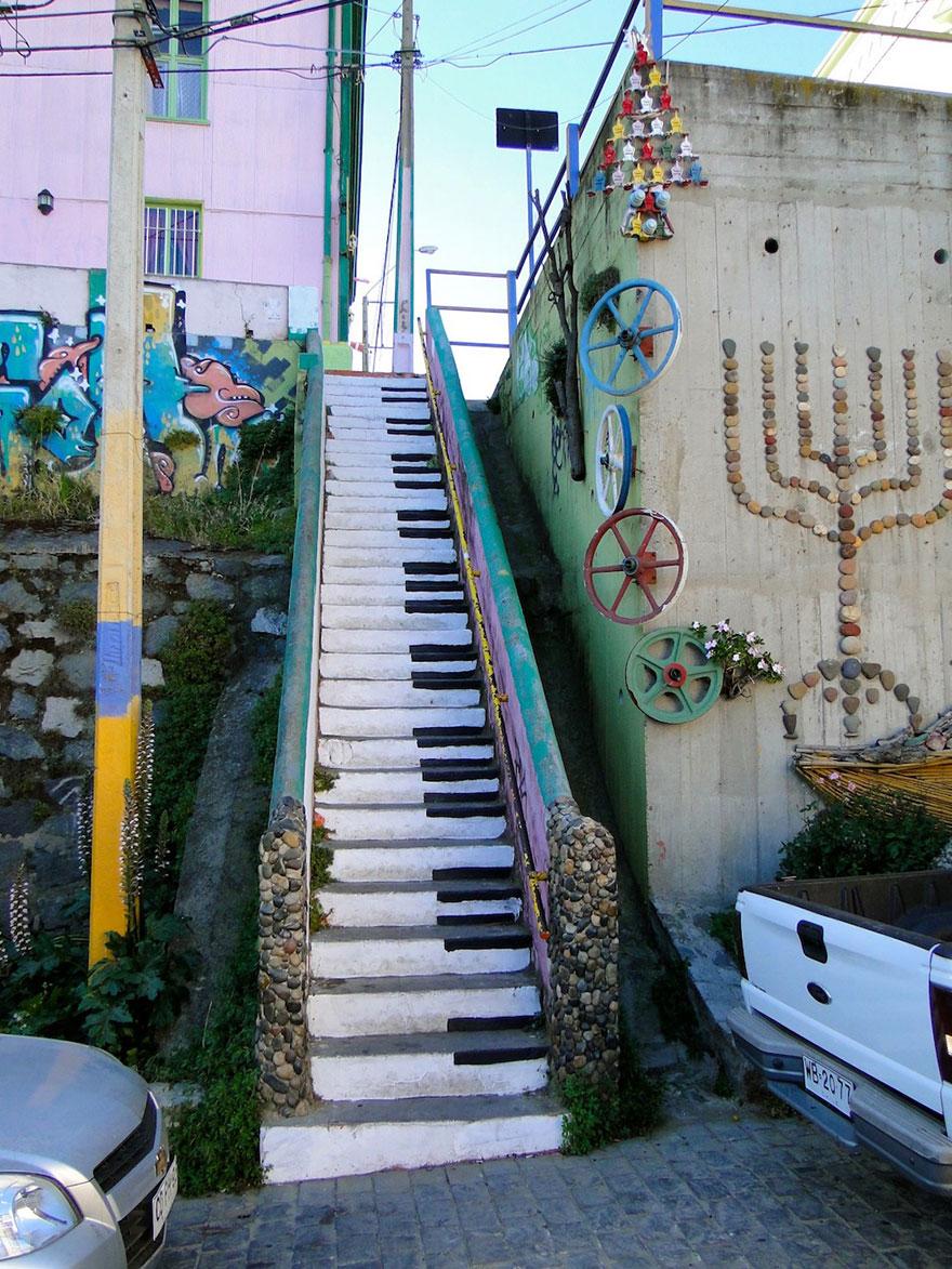 2. Valparaíso, Chile
